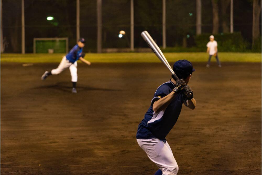 Difference Between Softball and Baseball Bats